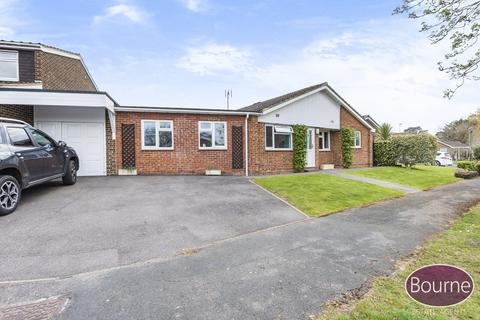 5 bedroom detached bungalow for sale - Elsdon Road, Woking