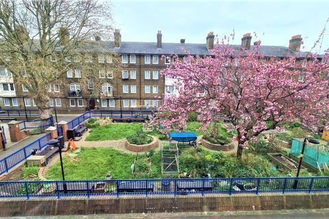 3 bedroom maisonette to rent - , Roman Road, London, E2