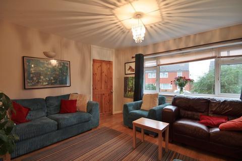 3 bedroom detached house to rent - Meadow View Road, Kennington