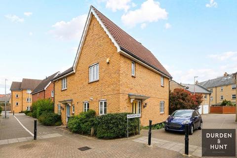 3 bedroom semi-detached house to rent - Buntingbridge Road, Newbury Park