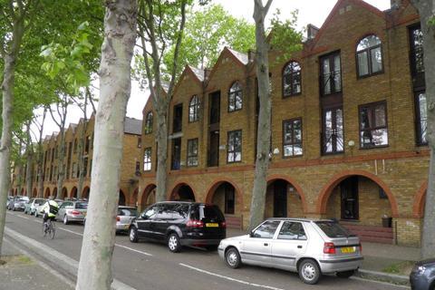 4 bedroom house to rent - Brunswick Quay, London, SE16