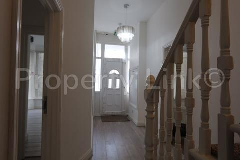 2 bedroom apartment to rent - Selborne Road, Ilford