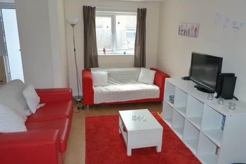 3 bedroom flat to rent - Albany Road, Roath,