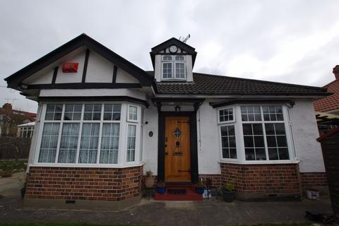 4 bedroom detached bungalow for sale - Lake Road, Bristol