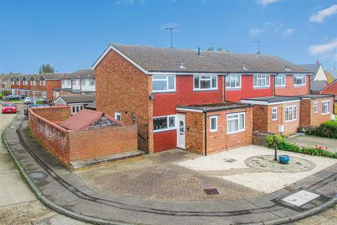 3 bedroom semi-detached house for sale - Pippins Road, Burnham-On-Crouch