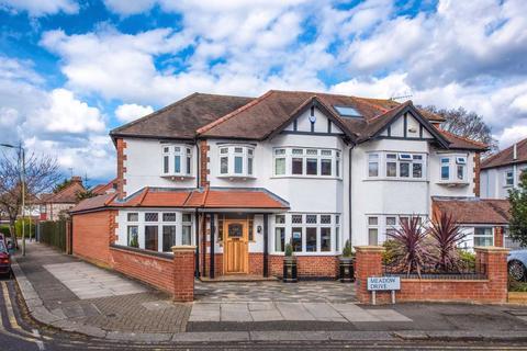 4 bedroom semi-detached house for sale - Meadow Drive, Hendon, London