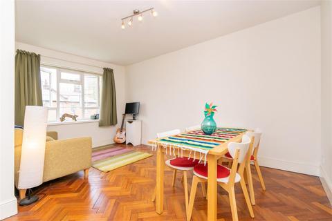 2 bedroom flat for sale - Victoria Park Square, London