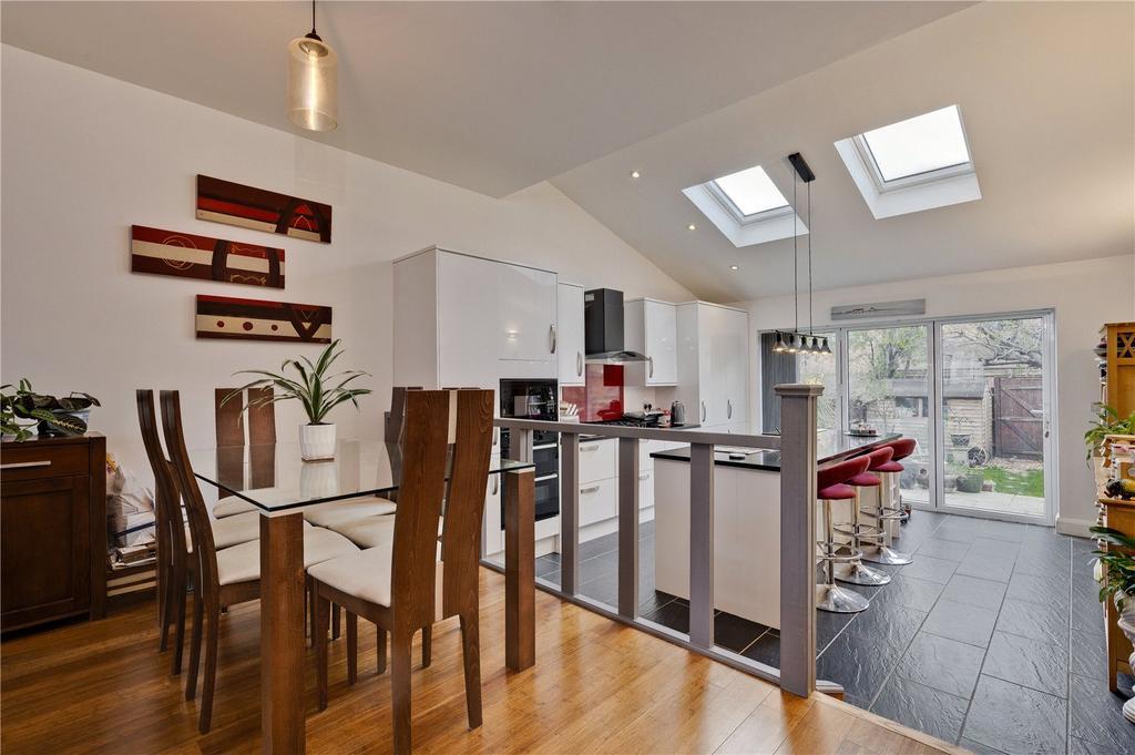 Kitchen/ Dining Area