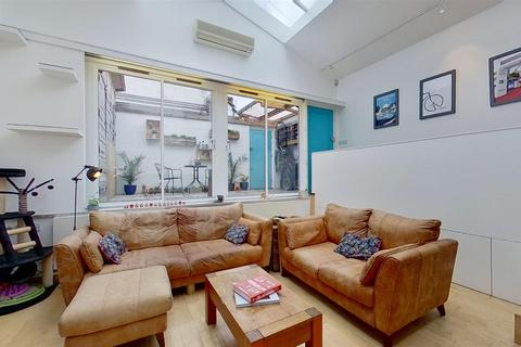 2 bedroom semi-detached house for sale - Inman Road, London