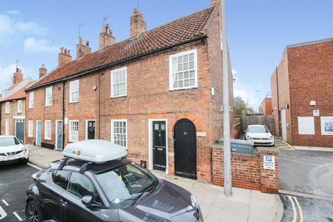 4 bedroom end of terrace house for sale - New Walkergate, Beverley