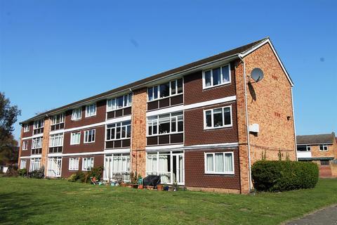 2 bedroom flat for sale - Woodington Close, London, SE9