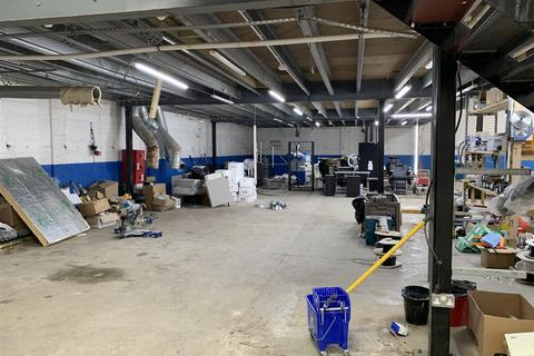 Warehouse to rent - Water Road, Wembley