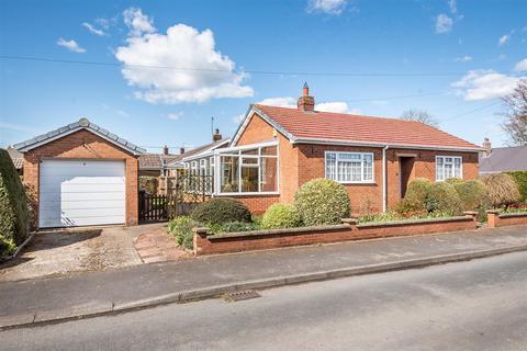 2 bedroom detached bungalow for sale - 31 West Garth, Sherburn, Malton, North Yorkshire YO17 8PN
