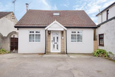 3 bedroom detached bungalow for sale - Spencer Road, Rainham, RM13