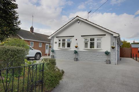 2 bedroom detached bungalow for sale - Springfield Way, Anlaby