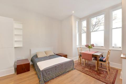 Studio to rent - Hestercombe Avenue, Fulham, SW6