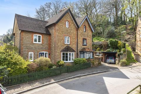 4 bedroom semi-detached house for sale - Latimer Road, Godalming, GU7
