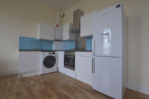 3 bedroom flat to rent - Lea Bridge Road, Leyton, E10