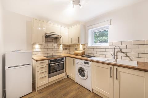 Studio to rent - Eleanor Close Surrey Quays SE16