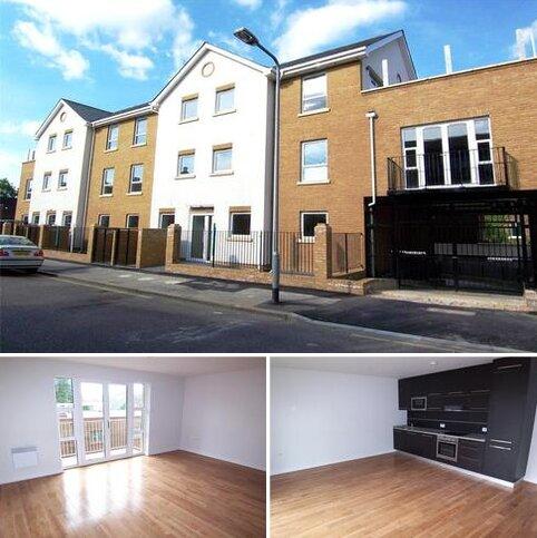 2 bedroom flat to rent - Kiran Court, Spratt Hall Road, London, E11