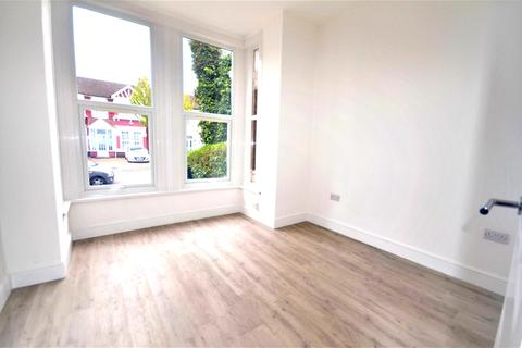 1 bedroom flat to rent - Seymour gardens, Ilford, IG1