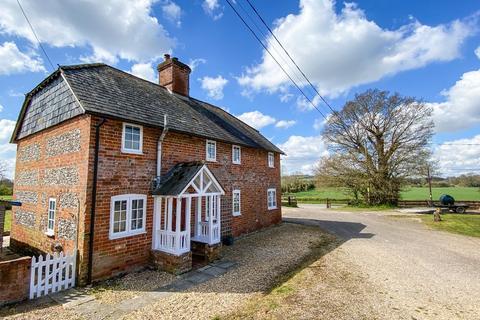 4 bedroom character property to rent - Boxbury Cottage
