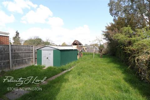 3 bedroom semi-detached house to rent - Rivulet Road, N17