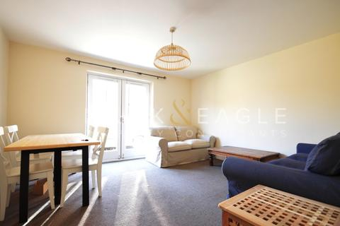 3 bedroom flat to rent - Carr Street, London, E14
