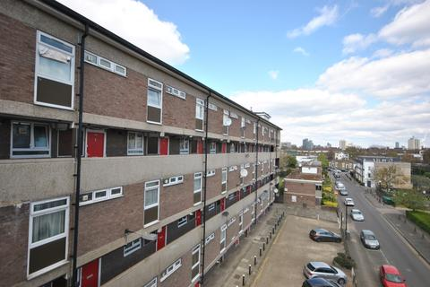 3 bedroom flat for sale - Portland Grove London SW8