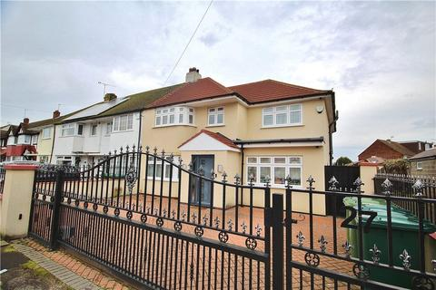 5 bedroom end of terrace house for sale - Ashridge Way, Sunbury-On-Thames, Middlesex, TW16