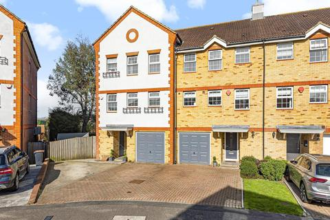 5 bedroom end of terrace house for sale - Meadow View, Chertsey, KT16