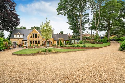 5 bedroom detached house for sale - Sycamore Lane, Wymondham