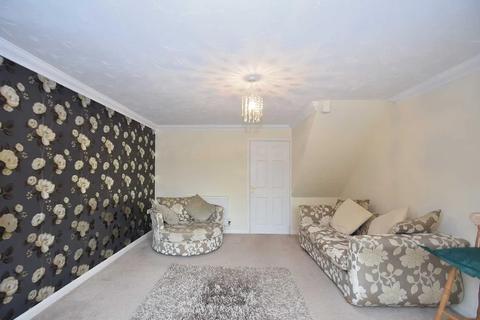 4 bedroom flat to rent - Pickwick Mews, London