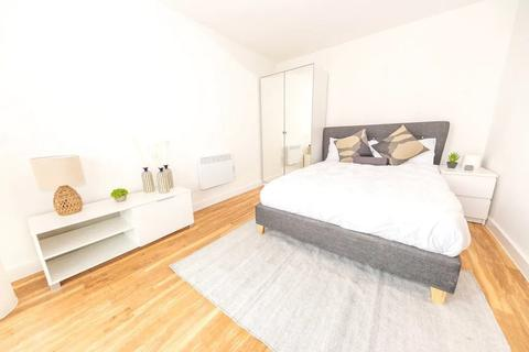 1 bedroom flat to rent - St Lukes Mews, London