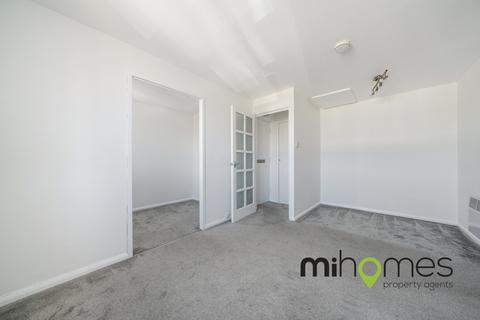 Studio to rent - Linnet Close, London