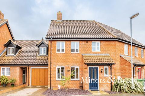 3 bedroom terraced house for sale - Captain Ford Way, Dereham