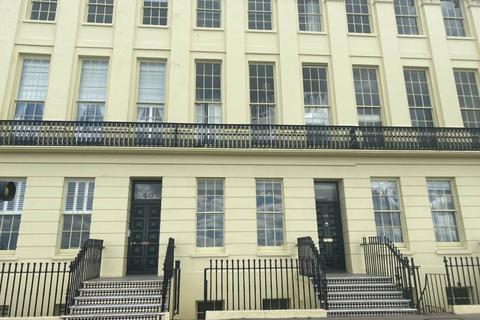 2 bedroom flat to rent - Brunswick Terrace , Hove,