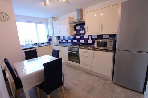 3 bedroom ground floor maisonette to rent - Union Road, Northolt