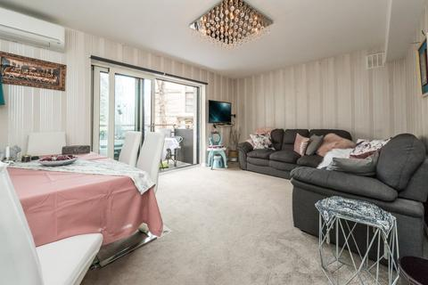 2 bedroom flat for sale - Parkland Court, Addison Road, London