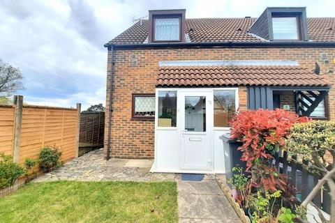 2 bedroom terraced house for sale - Fawns Manor Close, Feltham