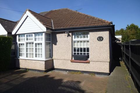 3 bedroom bungalow for sale - Pinkwell Avenue, Hayes