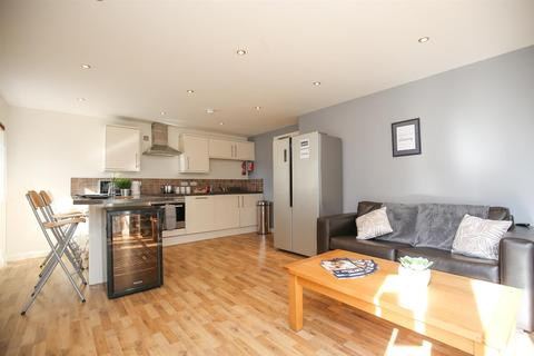 4 bedroom apartment to rent - Dulcie House, Stepney Lane, NE1