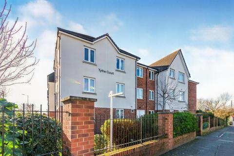 1 bedroom apartment for sale - Tythe Court, White Hart Lane, Romford, Essex, RM7 8LZ