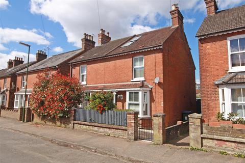 3 bedroom semi-detached house for sale - Barrington Road, Horsham