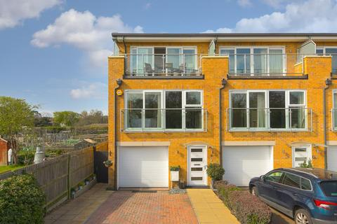 4 bedroom end of terrace house for sale - Barn Elms Close, Worcester Park