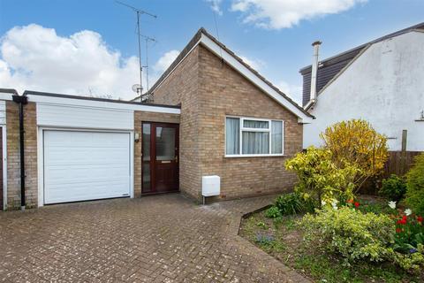 2 bedroom detached bungalow for sale - Duxford Close, Luton