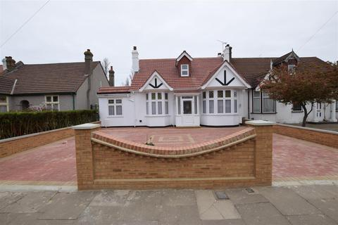 5 bedroom chalet for sale - Levett Gardens, Ilford