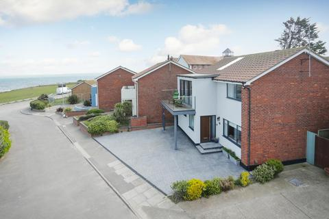 4 bedroom detached house for sale - Dolphin Close, Broadstairs