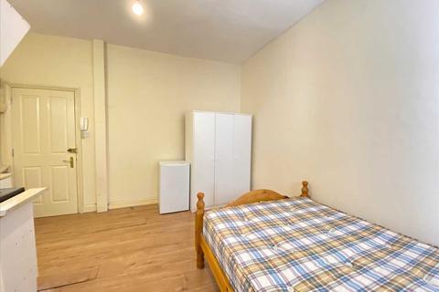 Studio to rent - Madeley Road, Ealing