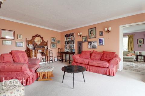5 bedroom detached house for sale - Riverside Close, Norwich